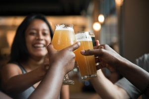 beer with friends web 300x200 - Happy Hour